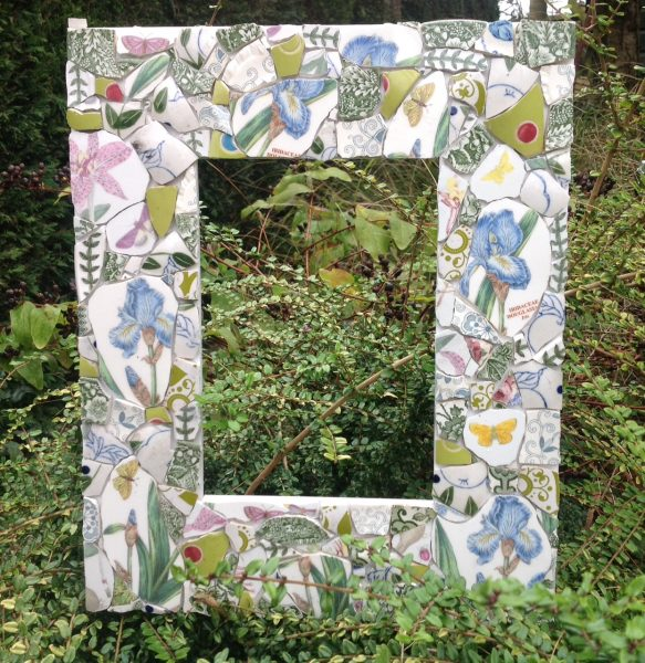 Kay loves to experiment with colour and its interactions in her mosaic and textile work. She is a professional member of the British Association for Modern Mosaic. Garden open.
