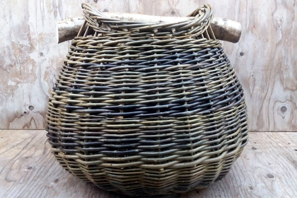 "[caption id=""attachment_2289"" align=""alignleft"" width=""300""] Sue Kirk, basket-weaving[/caption]